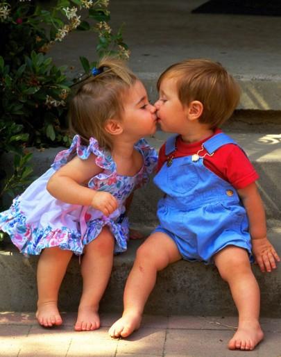 Ailenin Tutumu Çocuğun Cinsel Kimliğini Etkiliyor